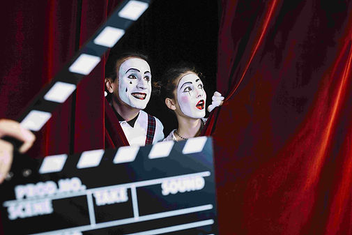 clapperboard-front-excited-mime-couple-p