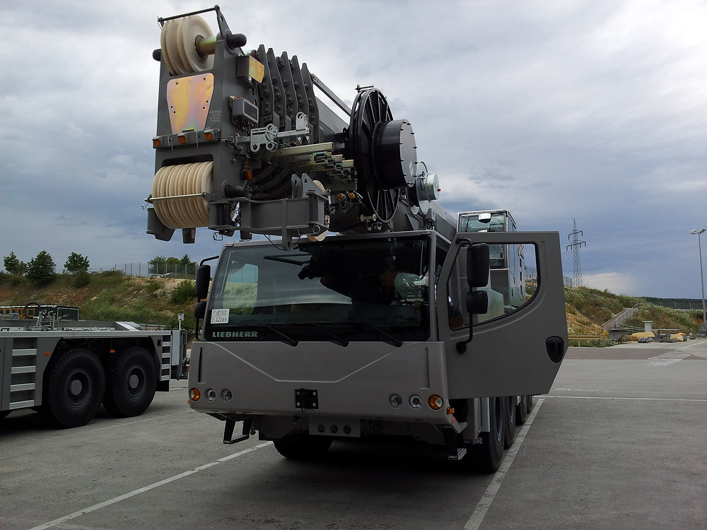 Liebherr LTM 1090 burt crane