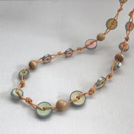 Elegant necklace with paper beads