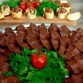 Vegetarian meatballs (Çiğ Köfte)