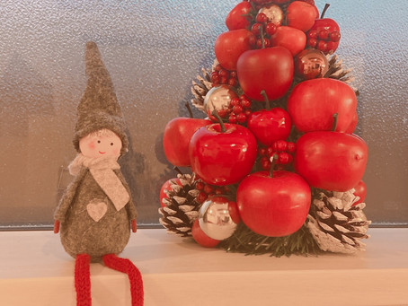 クリスマスの飾りつけを少しずつ..