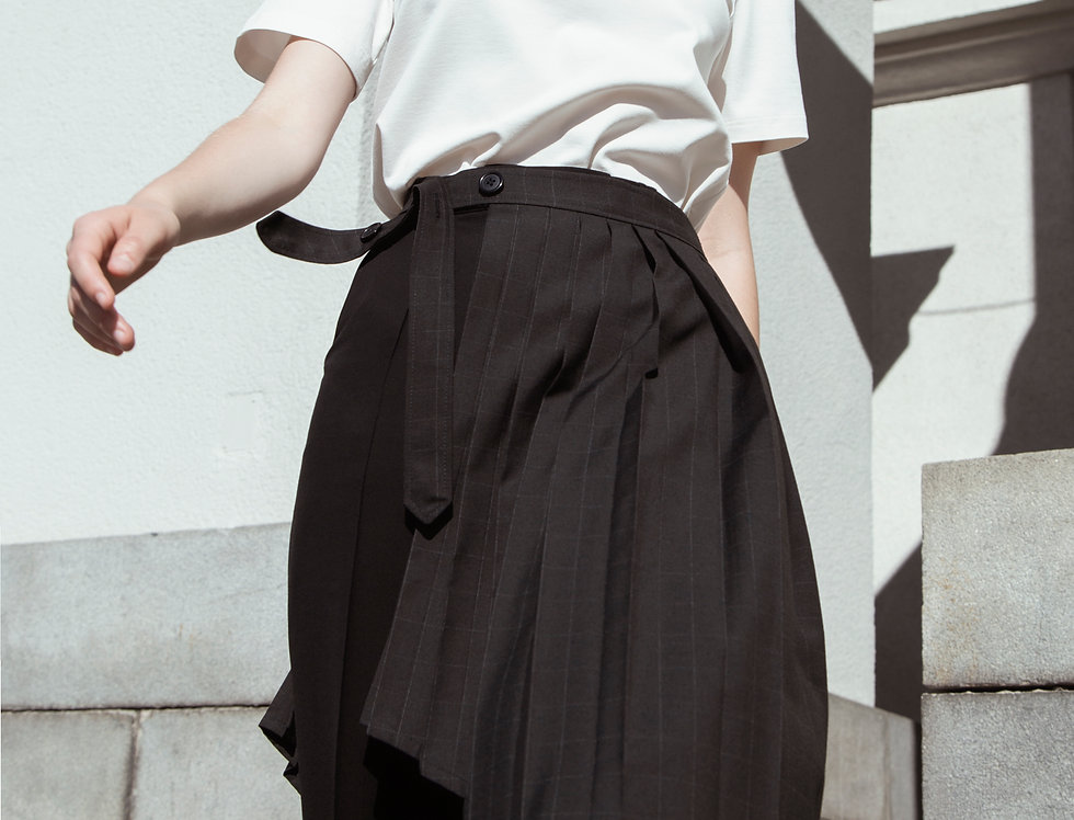 Pleated basque