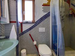 b4 Gästebad mit wc und dusche