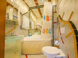 b4 grosses Badezimmer