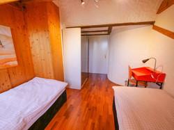 a4r Schlafzimmer mit zwei Einzelbett