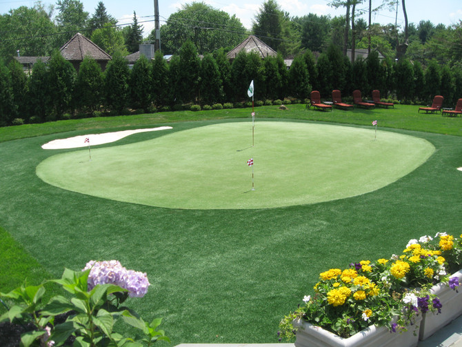 THE SCARSDALE INQUIRER: The not- so-exclusive-club HOME GREENS ARE ALL THE RAGE FOR GOLFERS