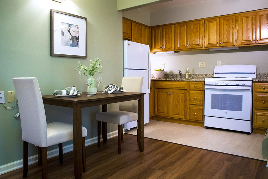 Typical Studio Apartment at Ridge Oak showing the kitchen and eating area