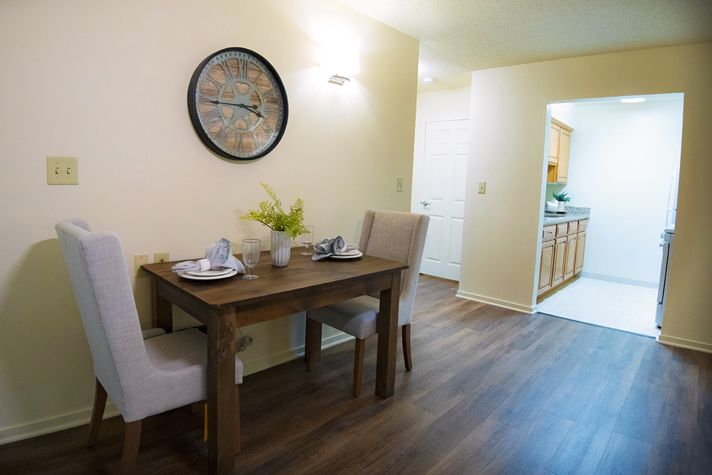 Typical One Bedroom Apartment at Ridge Oak eating area