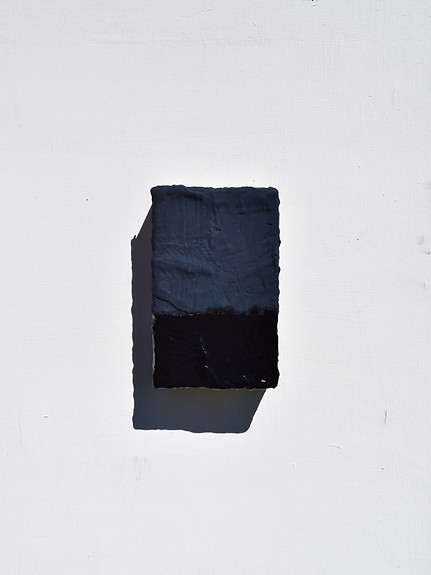 Reef 2018 Mineral pigment, tempera, Strasbourg turpentine, gesso & linen on panel 23.8 x 15.1 x 5.7 cm