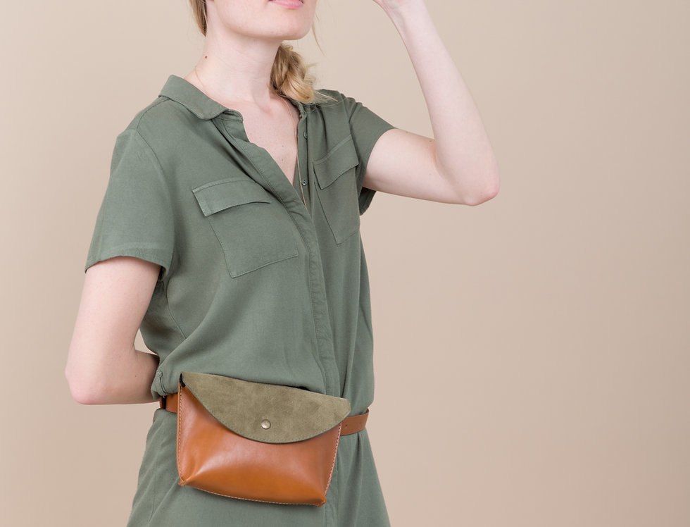 Caramel leather waist envelope bag with suede