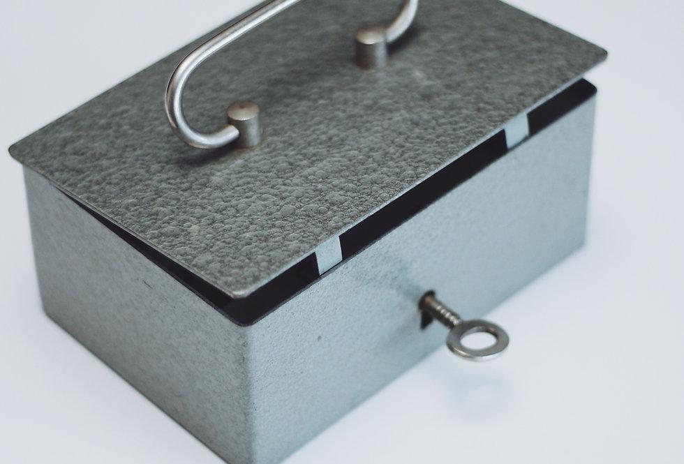 VINTAGE METAL SAFE BOX