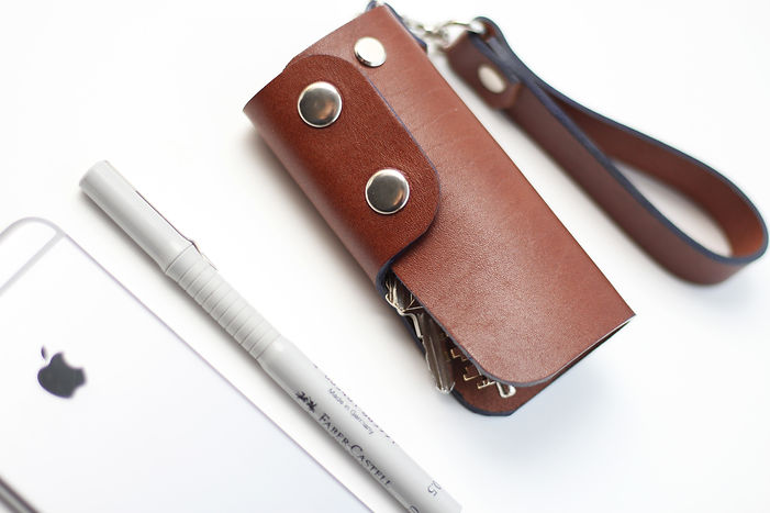 Ash key case in ginger brown leather