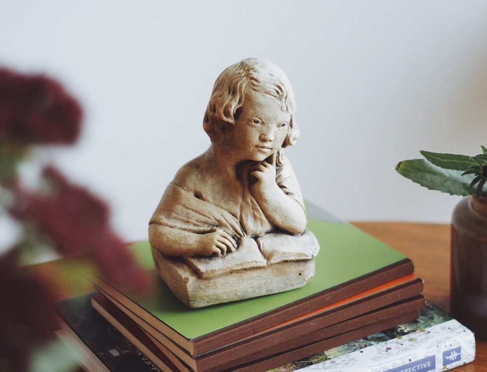 VINTAGE STATUE OF A CHILD READING