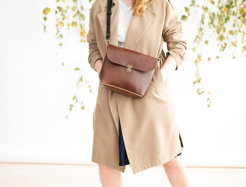 Arlo purse in vegetable tanned brown leather