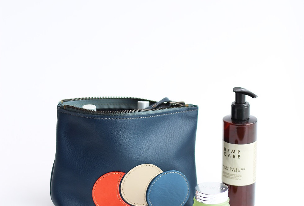 Willa makeup bag in dark blue and bubbles