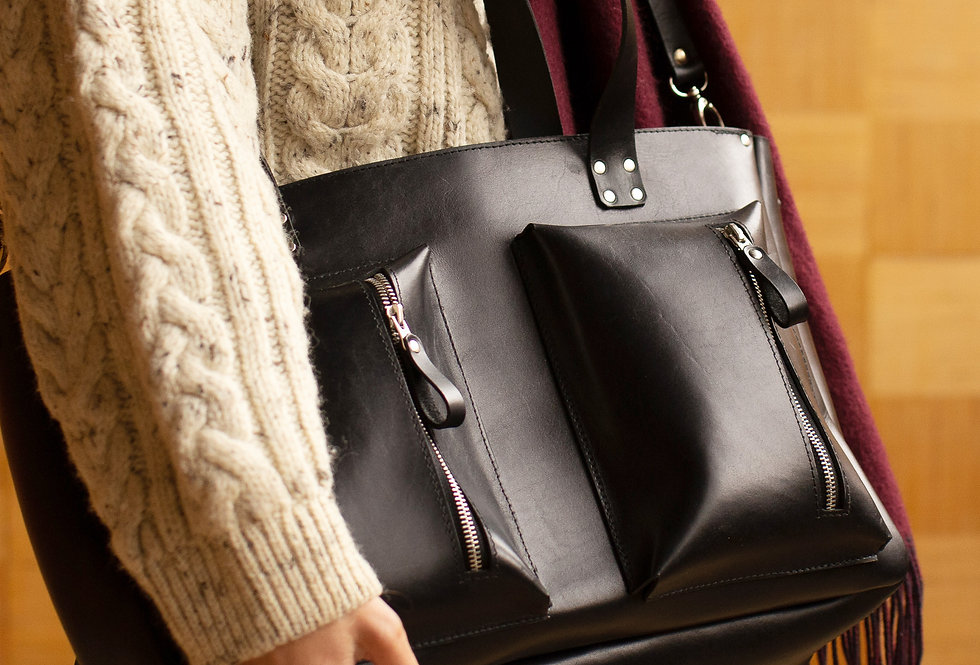 AMBER LEATHER BAG IN BLACK