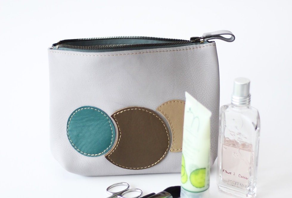 Willa makeup bag in light grey and earthy bubbles