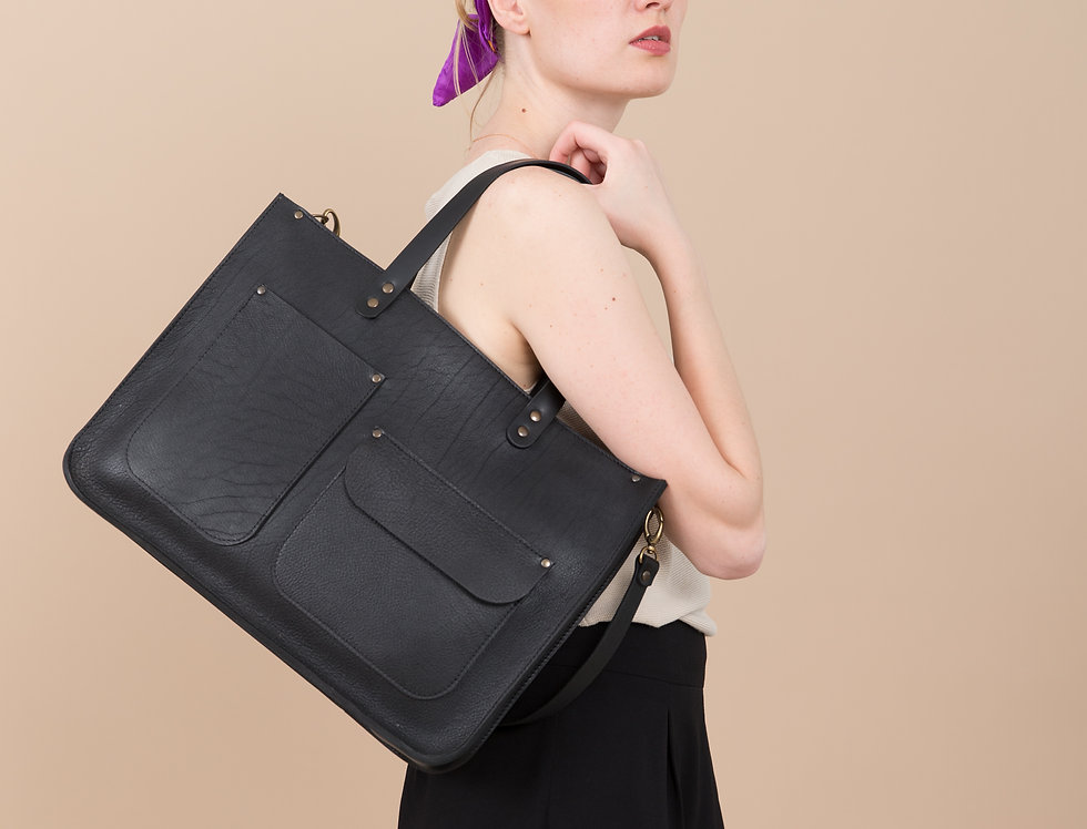 Margaret leather handbag with two pockets in black