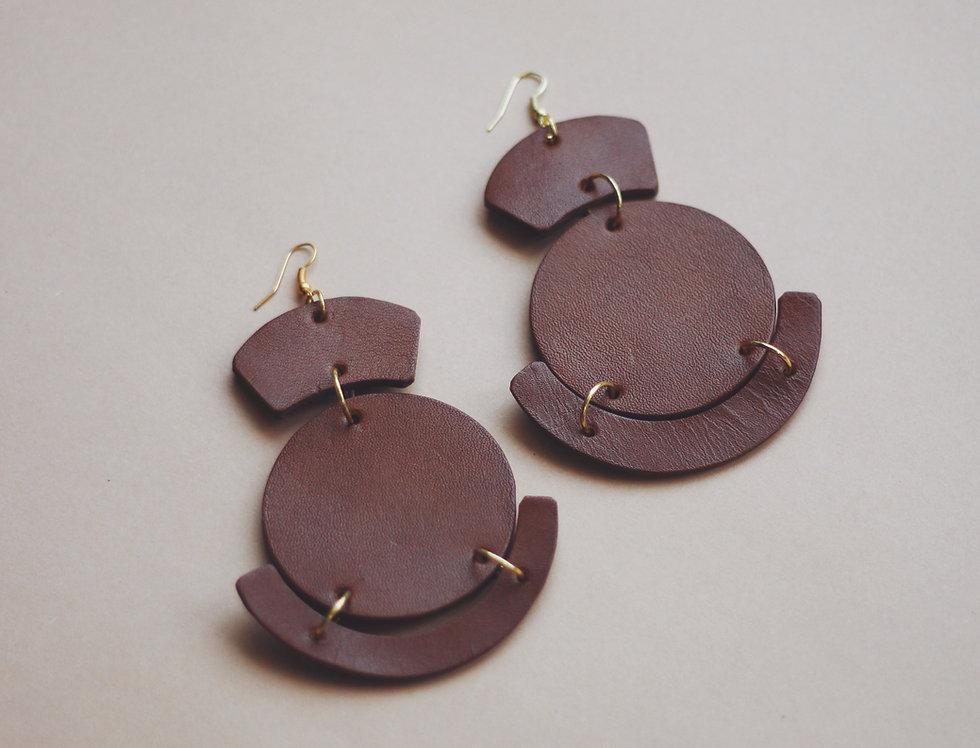Oversize leather earrings in ginger