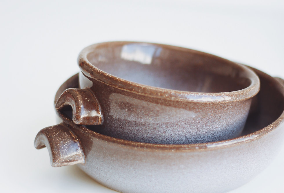 A SET OF VINTAGE CERAMIC BOWLS IN CAPPUCCINO GLAZE