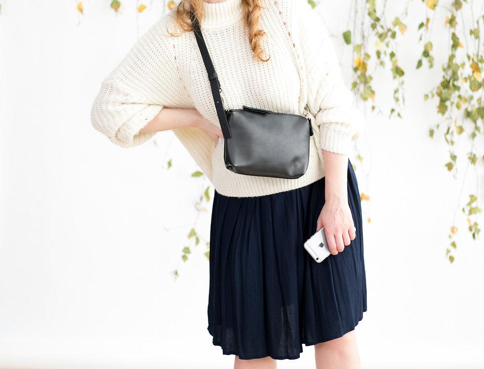 Clover pouch purse in black