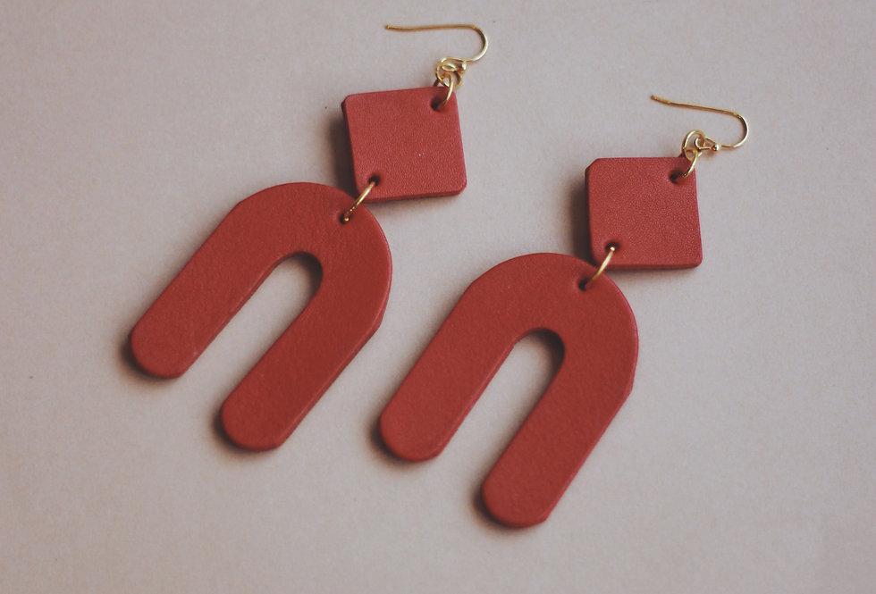 Oversize u-turn leather earrings in red