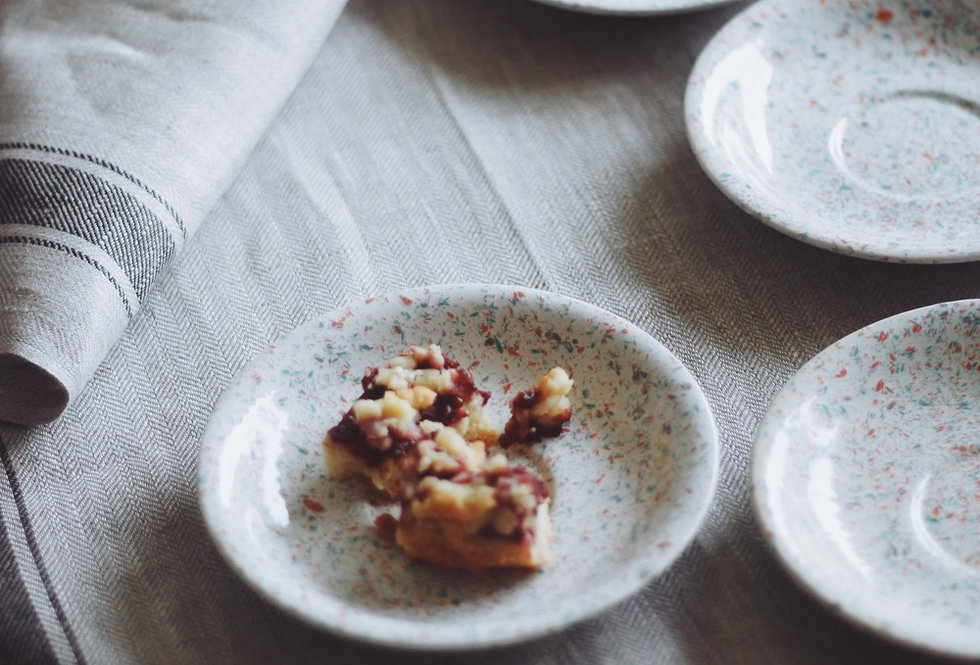 CERAMIC SPOTTED PLATES SET OF 4