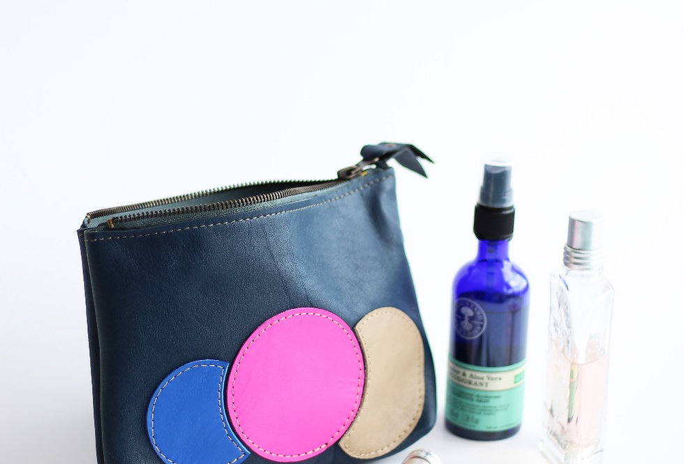 WILLA MAKEUP BAG IN BLUE AND BUBBLES