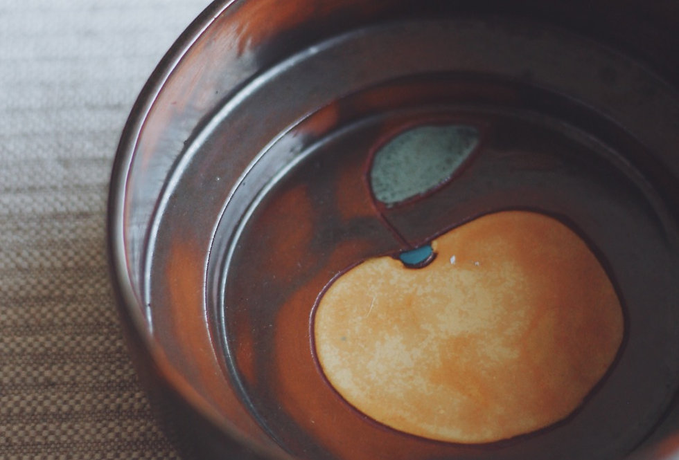 VINTAGE CERAMIC DECORATIVE BOWL WITH AN APPLE