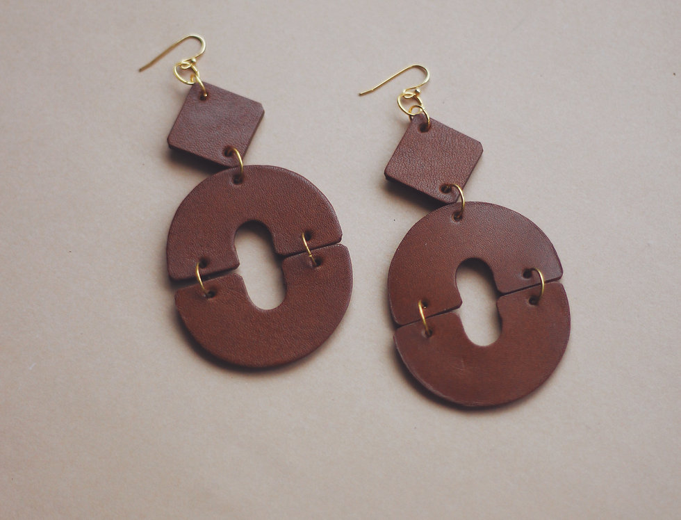 The O oversize earring in ginger