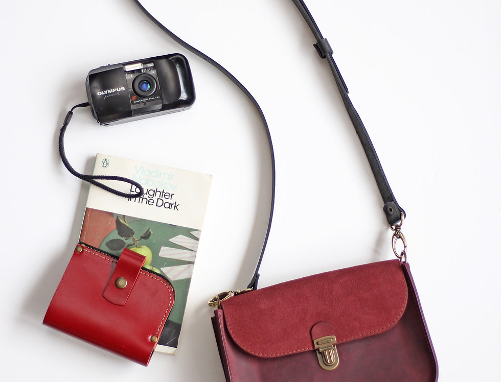 Nico purse in burgundy and suede