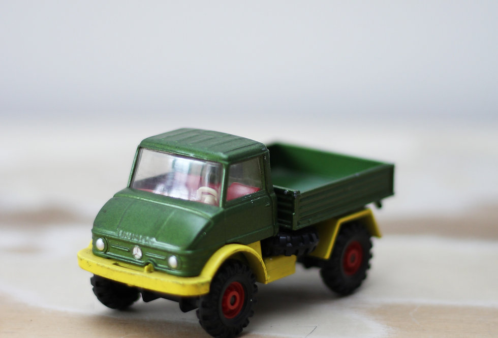 GREEN VINTAGE CORGI UNIMOG 406TOY TRUCK FROM THE 70'S