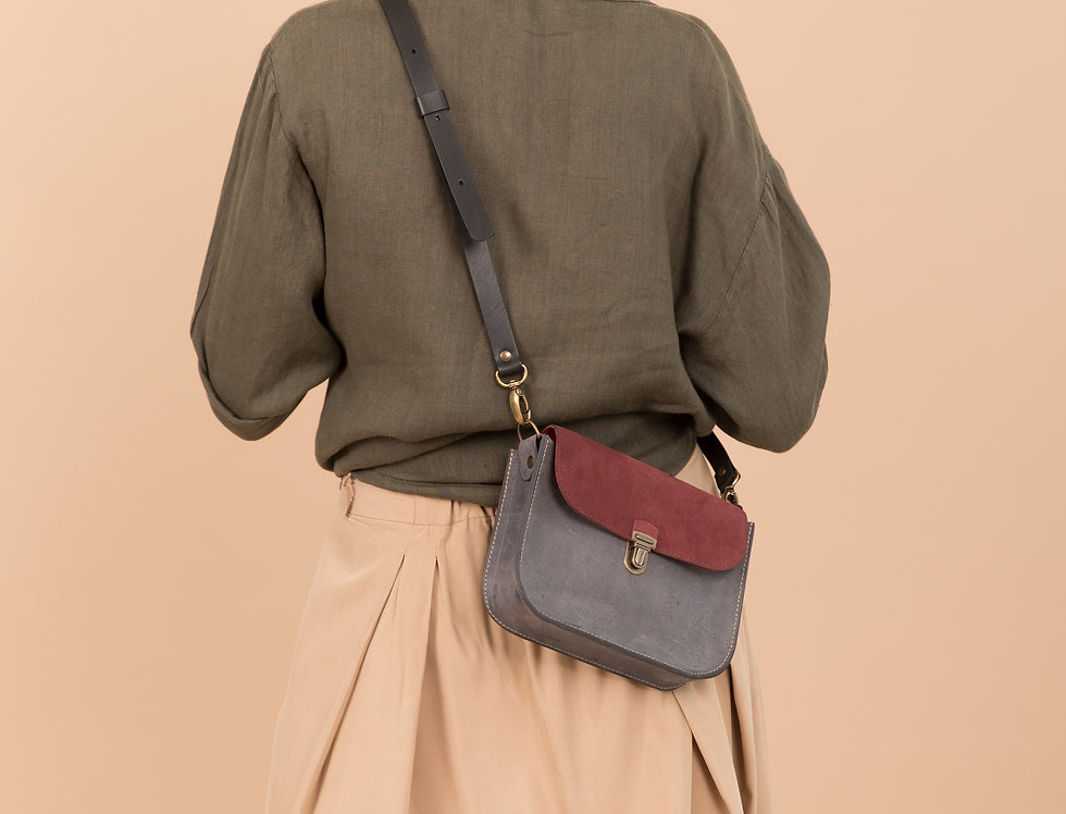 Nico purse in grey and burgundy suede