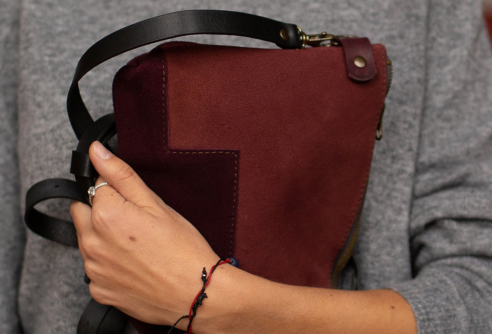 LIA SUEDE POUCH IN CHERRY AND SUEDE