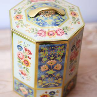 VINTAGE OCTAGON SHAPE TIN BOX WITH FOLK FLOWERS WITH A LID