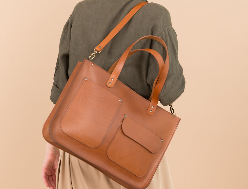Margaret leather handbag with two pockets in ginger