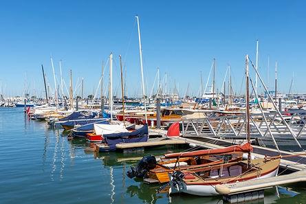 Offrez-vous une balade en chaland, pinasse ou voilier, des bateaux typiques du bassin d'Arcachon, et dégustez des produits régionaux. Privatisez l'un de nos bateaux et demandez-nous d'organiser sur mesure votre évènement.
