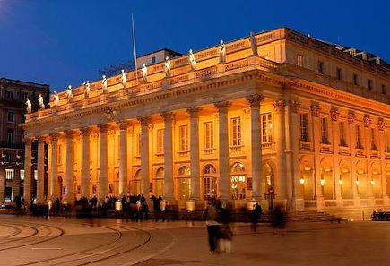 Le Grand Théâtre de Bordeaux, commandé par le maréchal de Richelieu, gouverneur de Guyenne, et édifié par l'architecte Victor Louis, a été inauguré le 7 avril 1780 avec la représentation de l'Athalie de Jean Racine.  Classé monument historique en 18991, réminiscence de l'Antiquité par son péristyle, l'ouvrage de 88 mètres sur 47 de style néo-classique, s'inscrit dans l'opulent urbanisme bordelais hérité du siècle des Lumières. Il abrite une salle de spectacle d'un millier de places, exemple parfait de théâtre à l'italienne.