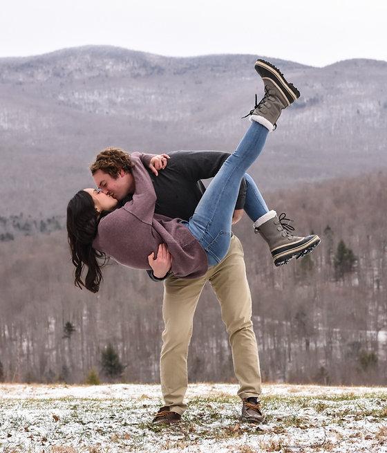 proposal-engagement-photo-couple-kissing-nature-amanda-starr-photography