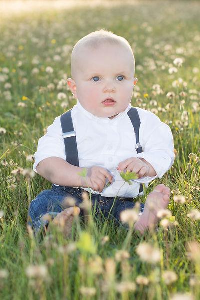 baby-in-field-golden-hour-children-and-families