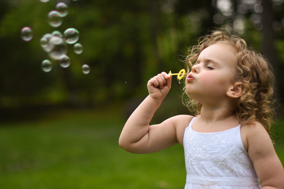 speical-moments-daughter-beautiful-portrait-bubbles-amanda-starr