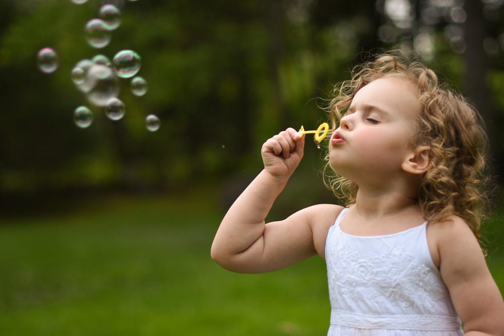speical-moments-daughter-beautiful-portrait-bubbles-amanda-starr