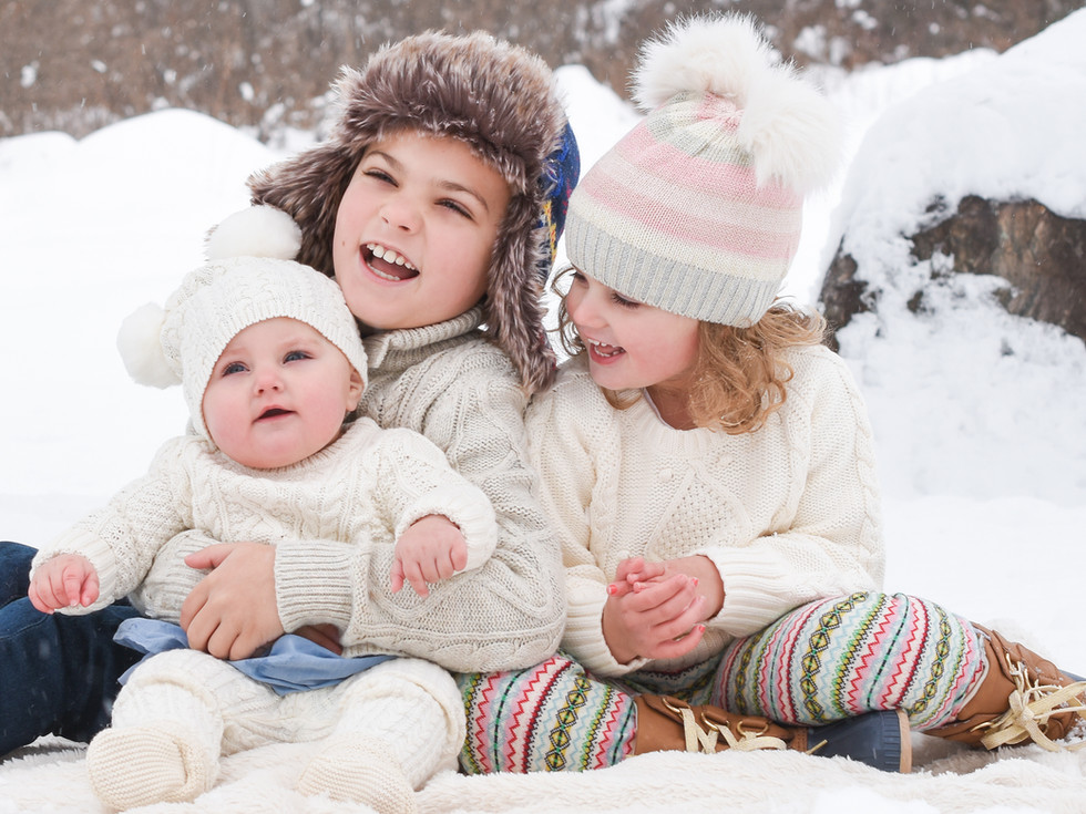 Children-winter-family-photos-in-the-snow