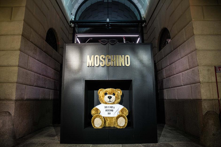 Hoodooh-Moschino-Attila&co.jpg