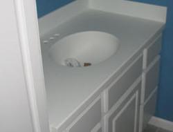 мебель для ванной со столешницей и раковиной из искусственного камня