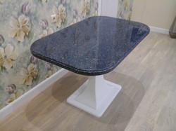 стол из искусственного камня овальный