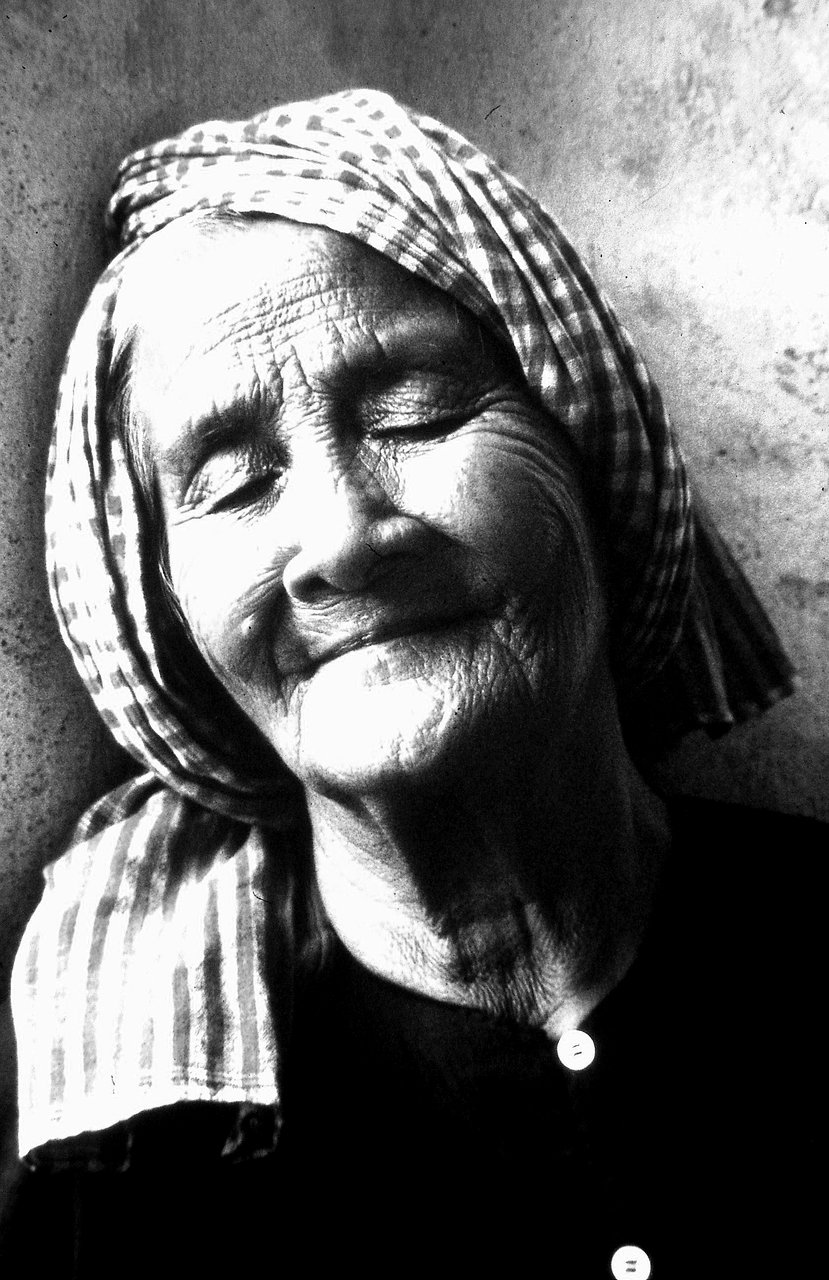 Old woman in Kompong Chhnang, 1991