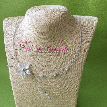 Collier fleur blanche