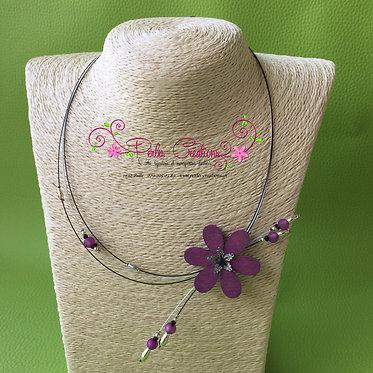 Collier avec fleur en bois