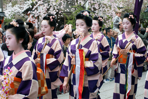 Parade Geisha 2.jpg